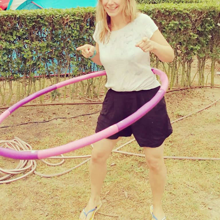 Read more about the article Baby, schwing deine Hüfte: Training mit dem Hula Hoop