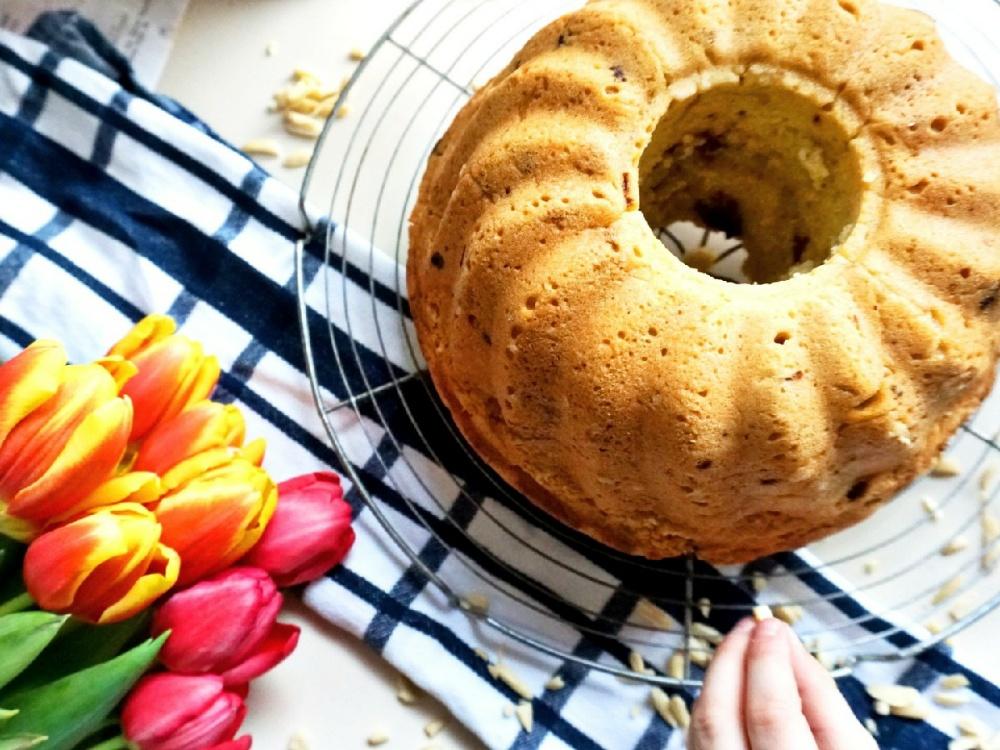 Schneller veganer Rührkuchen mit Mandeln und Schokolade