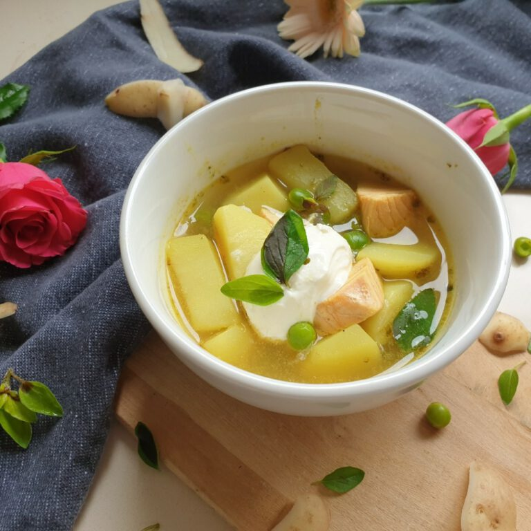 Read more about the article Lachs-Eintopf mit Kartoffeln und Erbsen – ein perfektes Essen für Kinder
